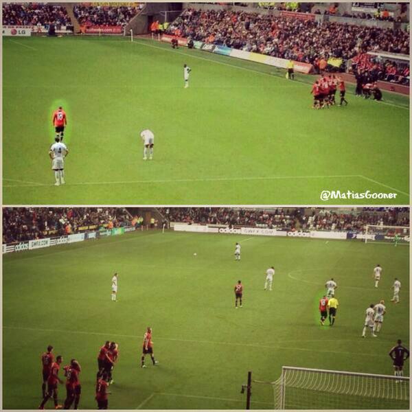 Rooney lạc lõng trên sân