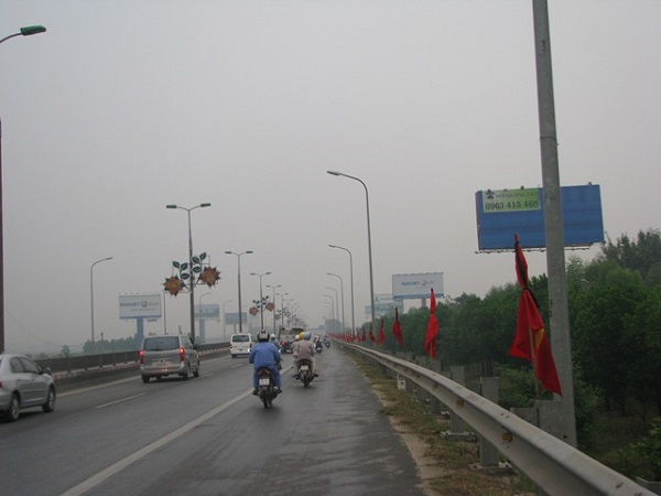 Dọc tuyến đường lên sân bay Nội Bài