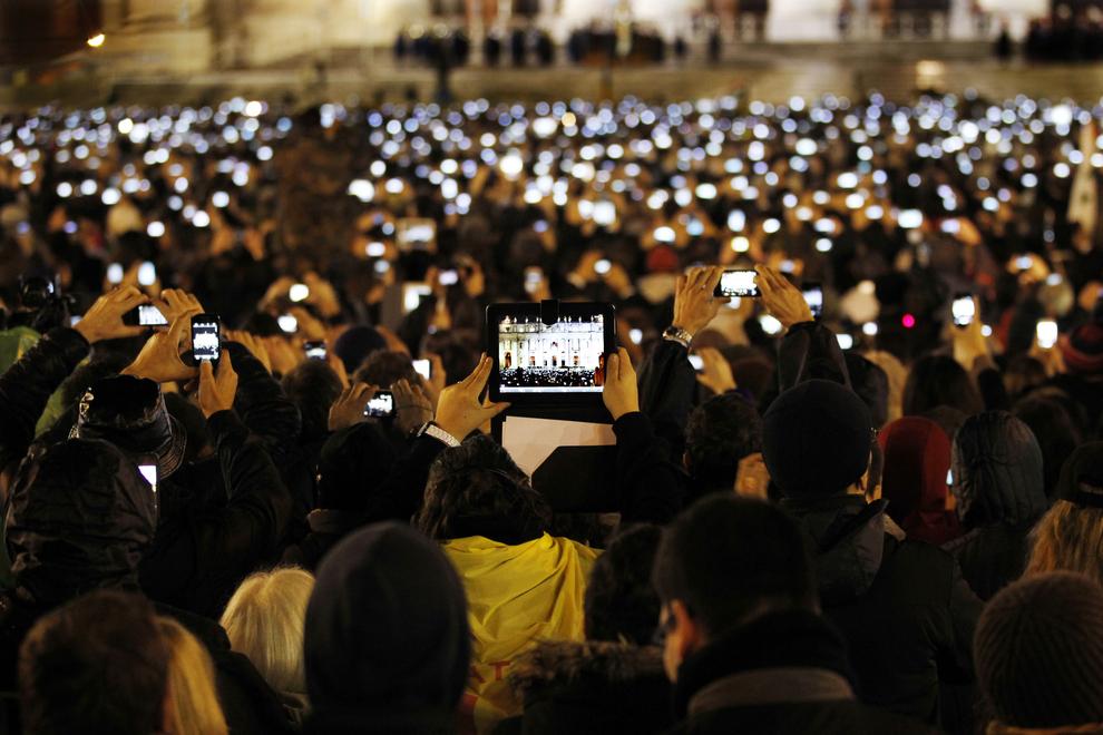 Ngày bầu Đức giáo Hoàng Francis ở trung tâm tòa thánh Vatican.