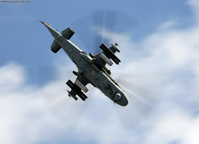Nó có tốc độ tối 350 km/giờ, trần bay 5.500 m và tầm hoạt động trên 1000 km.