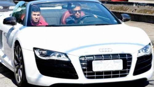 Neymar cũng sở hữu chiếc siêu xe Audi R8 Spyder phiên bản 2012