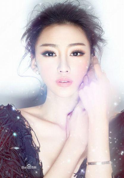Siêu mẫu Trung Quốc khoe ảnh giường chiếu đẹp lung linh