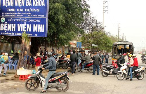 Gần 6h sáng nay, tại nhà chờ xe buýt trên đường Nguyễn Lương Bằng, Thành phố Hải Dương (gần đường vào Bệnh viện Đa khoa tỉnh Hải Dương) chiếc xe buýt mang biển kiểm soát 34L – 5324 chạy tuyến hải Dương – Bắc Giang đã bất ngờ bốc cháy.