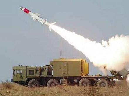 Tên lửa chống tầu Kh-35 trên xe tên lửa phòng thủ bờ biển