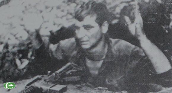 Trong chiến tranh Việt Nam, lính Mỹ được khuyến cáo là bỏ mũ sắt trước khi đầu hàng để được đối xử tốt hơn.
