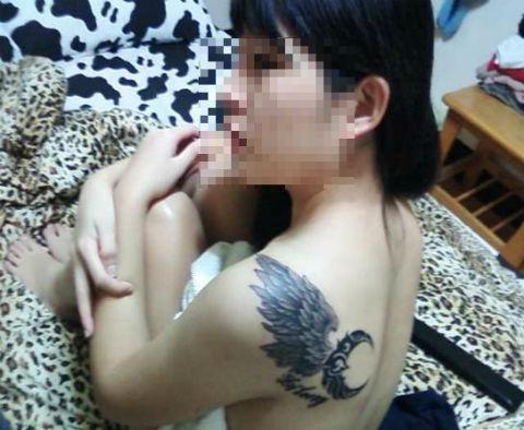 """Lạ mắt với hình xăm """"chỗ hiểm"""" của thiếu nữ Việt 12"""