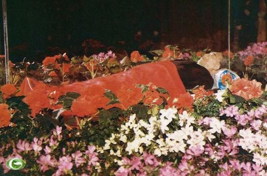 Thi hài của Chủ tịch Kim Nhật Thành (Kim Il Sung) được quàn trong lăng  ở Bình Nhưỡng. Kim Nhật Thành qua đời ở tuổi 82 vào ngày 8/7/1994.