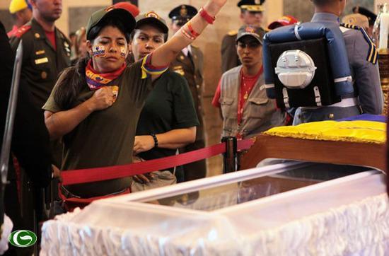Tổng thống Hugo Chavez của Venezuela vừa qua đời hôm 5/3 sẽ được ướp xác vĩnh viễn và đặt trong quan tài kính để người dân có thể đến thăm viếng thường xuyên.