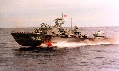 Tàu phóng tên lửa Kh-35 (trên) và tàu phóng lôi cánh ngầm (dưới) nhỏ nhưng nhanh trong lực lượng Hải quân Việt Nam.