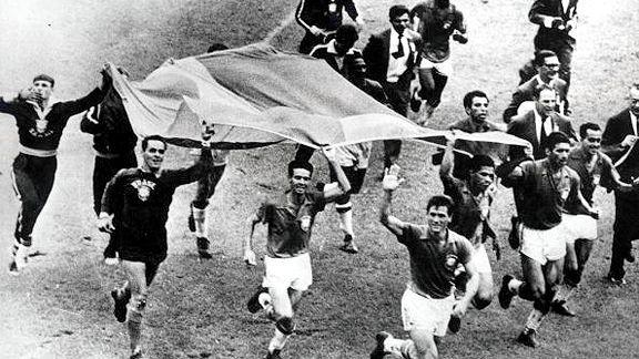 Năm chiến thuật kỳ dị nhất lịch sử bóng đá