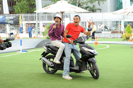 Sao Việt và những kỷ niệm cùng... xe máy 12