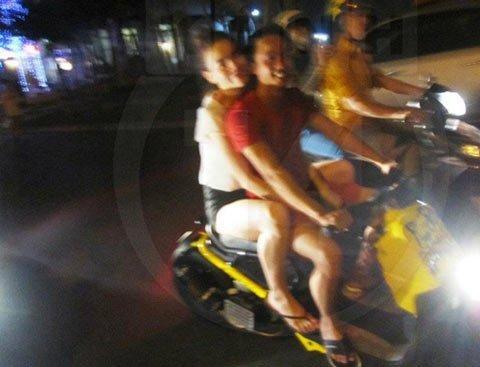 Sao Việt và những kỷ niệm cùng... xe máy 25
