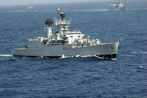 Khinh hạm tên lửa lớp Brahmaputra (3 chiếc) có lượng giãn nước 3.850 tấn, trang bị đầy đủ các hệ thống vũ khí chống hạm, phòng không, chống ngầm. Ba lớp tàu Shivalik, Talwar và Brahmaputra đều là những chiến hạm thế hệ mới, trang bị tiên tiến, hỏa lực mạnh.
