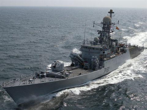 """Bên cạnh đội tàu chiến cỡ lớn, Hải quân Ấn Độ còn có 24 tàu hộ vệ tên lửa cỡ nhỏ (lượng giãn nước 500-1.500 tấn). Nhưng """"nhỏ mà có võ"""", trang bị vũ khí các tàu này đều có khả năng tiêu diệt những tàu địch lớn hơn nó gấp nhiều lần. Trong ảnh, hộ vệ tên lửa lớp Kora có lượng giãn nước 1.500 tấn, trang bị 16 tên lửa hành trình Kh-35 Uran."""