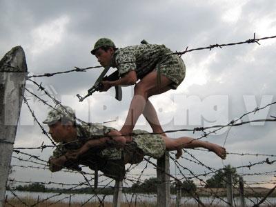 Xem lính đặc công 'luồn sâu đánh hiểm'