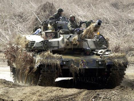 """Hé lộ """"hàng nóng"""" ngoại trong kho vũ khí Hàn Quốc"""