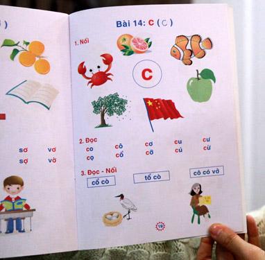 Vụ 'in nhầm' quốc kì Trung Quốc lên SGK và được sử dụng để dạy học sinh phổ thông có thể được xem là vụ 'nhầm lẫn' kinh điển có một không hai từ trước đến nay của ngành giáo dục.