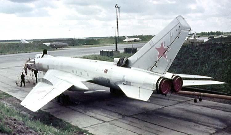 Máy bay tiêm kích đánh chặn Tu-128 thuộc nhóm Дальний барражирующий истребитель-перехватчик (Photo of www.airwar.ru)