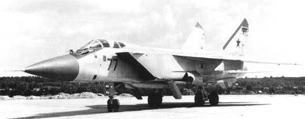 Máy bay tiêm kích Mig-31B thuộc nhóm Многоцелевой барражирующий истребитель-перехватчик trong lực lượng không quân mặt trận hợp nhất FA-VVS (Photo of www.airwar.ru)
