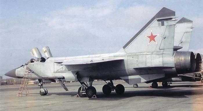 Máy bay tiêm kích Mig-31BS là bản nâng cấp của Mig-31 chuẩn hoá theo cấu hình Mig-31B (Photo of www.airwar.ru)