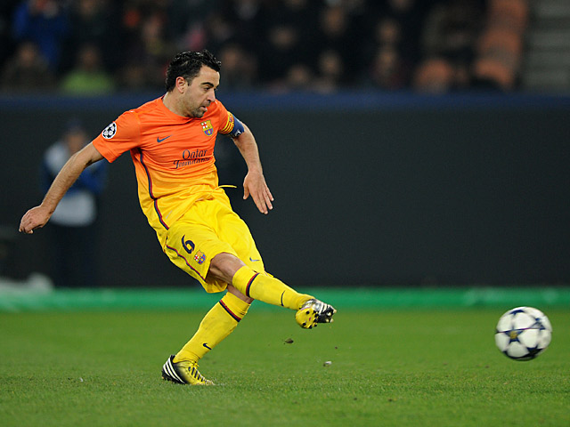 Xavi vượt qua Iker Casillas