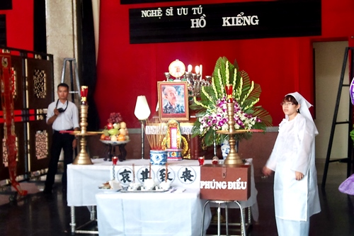 Sao Việt ngậm ngùi tiễn đưa NSƯT Hồ Kiểng 2