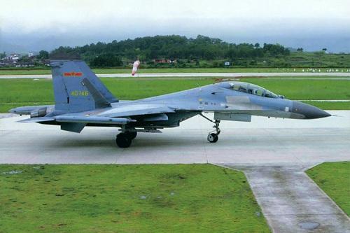 """Theo một vài nguồn tin từ báo chí phương Tây, thì TQ không tiến hành nhập khí tài thay thế cho những dùng chiến cơ Su từ Nga mà tự sản xuất nhiều bộ phận khác nhau trên cơ sở những chiếc cơ """"bắt chước"""" từ Su như J-7, J-11."""