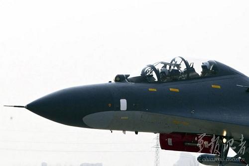 Không chỉ tiến hành kiểm tra, bảo dưỡng định kỳ máy bay chiến đấu của mình, TQ còn tăng cường công tác đào tạo lực lượng phi công nước này trang bị thêm kỹ năng thoát hiểm khi tình huống xấu xảy ra.