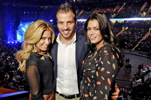 Sabia (phải) có quan hệ thân thiết với 2 vợ chồng Van der Vaart - Ảnh: Bild