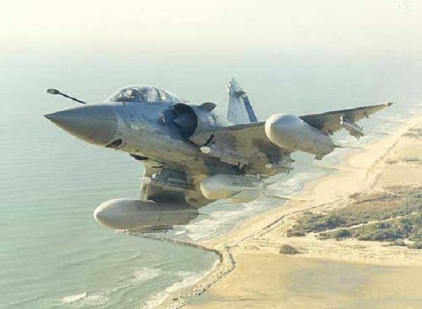 Nếu được kết hợp, Su-30MK2V và Mirage 2000 sẽ trở thành bộ đôi sát thủ trên biển Đông.