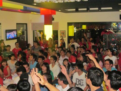 Bóng đá là môn thể thao vua, thu hút rất đông người hâm mộ. Cần sớm hợp pháp hóa các hoạt động cá cược liên quan bóng đá để người hâm mộ tham gia