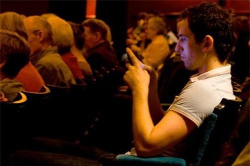 Facebook, Google, smartphone khiến con người ngày càng thô lỗ 1