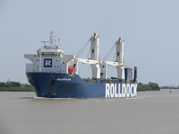 Tàu dock Rolldock sea đang đưa tàu ngầm Kilo Hà Nội về Việt Nam bằng tuyến đường đi qua mũi Hảo Vọng.