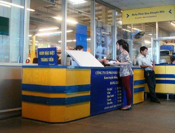 Đại siêu thị Metro bán kem Tràng Tiền… nhái.