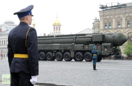 Tên lửa đạn đạo Topol-M diễu binh trên quảng trường đỏ