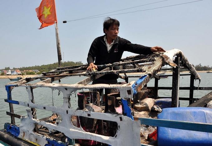 Ngày 20/3/2013, Tàu Trung Quốc ngang ngược truy đuổi và nổ súng bắn cháy cabin một tàu cá của ngư dân tỉnh Quảng Ngãi mang số hiệu QNg 96382 đang đánh bắt ở vùng biển truyền thống
