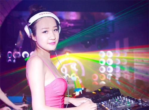 Nghe DJ 9X xinh đẹp kể về cuộc sống trên bar
