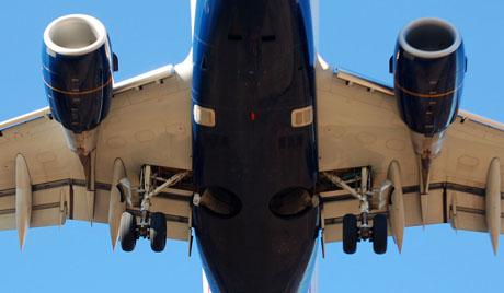 Máy bay Trung Quốc đang bay thì 'rụng cánh'
