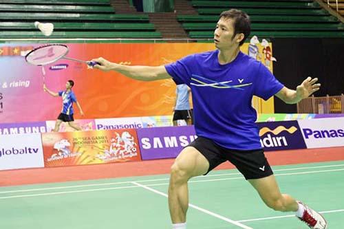 Tiến Minh dễ dàng đánh bại tay vợt Ukraine - Zavadsky. (ảnh: VTV)