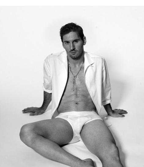 Học Ronaldo và Beckham, Messi cởi đồ làm mẫu nội y 3