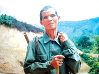 Ông A Lăng Bút trên đường Hồ Chí Minh