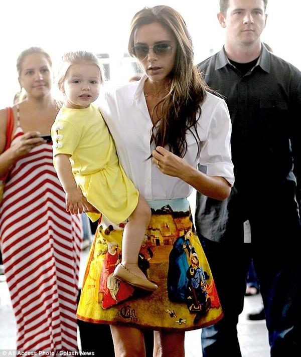 Bé Harper và mẹ điệu đà rời Los Angeles 6