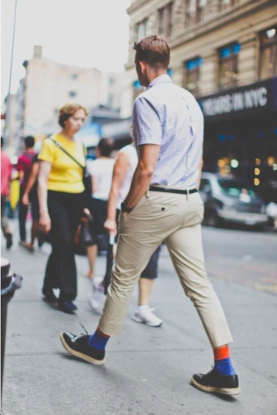 Cách trung hòa các trang phục màu sắc rực rỡ 2