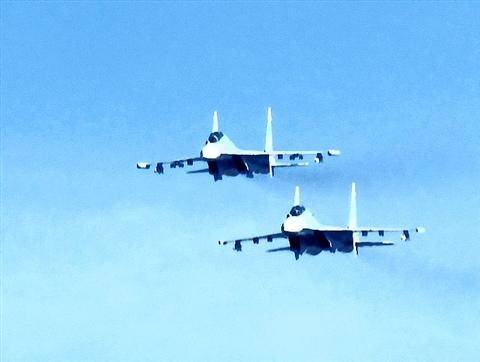 'Hổ mang chúa' Su-30 MK2 (ảnh) và tiêm kích Su-27 của không quân Việt Nam đều có thể mang tên lửa 'sát thủ' diệt hạm Kh-59.
