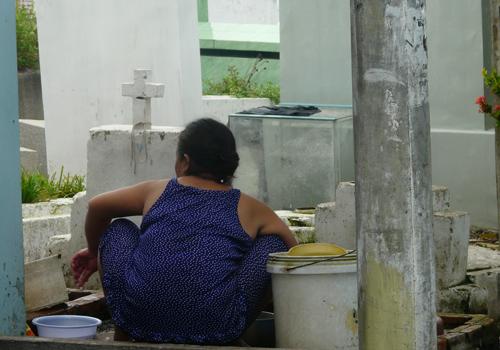 Cảnh sống với... người chết ở Sài Gòn