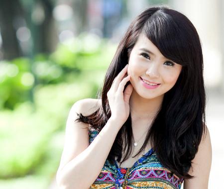Khánh Chi không đồng ý Bà Tưng được gọi là hotgirl.