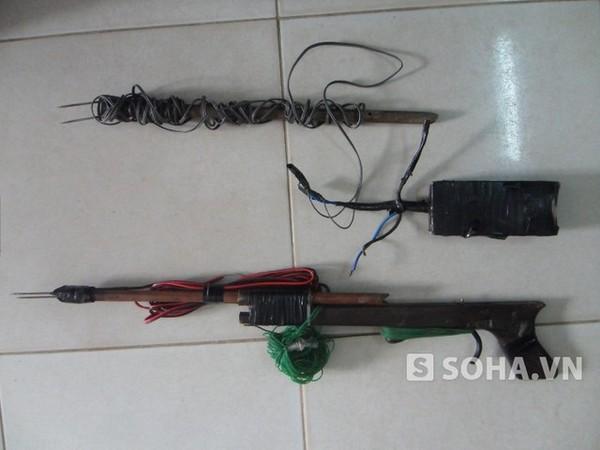 Súng bắn điện được các đối tượng dùng để bắt trộm chó