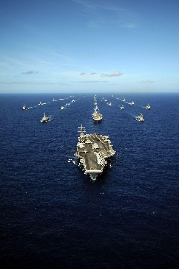 Mỹ thừa sức khóa chặt các con đường huyết mạch bóp nghẹt nền kinh tế Trung Quốc vốn phụ thuộc gần như hoàn toàn vào nhập khẩu dầu lửa và thương mại hàng hải