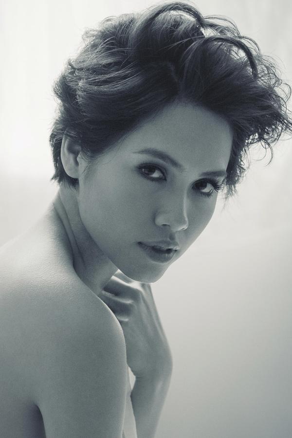 Á hậu Hoàng My bán nude siêu gợi cảm