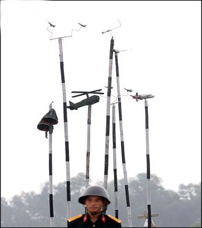 Mô hình máy bay, quân dù … luyện tập